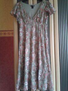 Details zu Sommerkleid Kleid Damen von H&M leicht grau/kh.grün mit Blumen  Motiv Gr.M 9 9