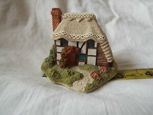 Lilliput-Lane-Strawberry-Cottage-COMES-IN-TATTY-BOX-AND-WITH-DEEDS