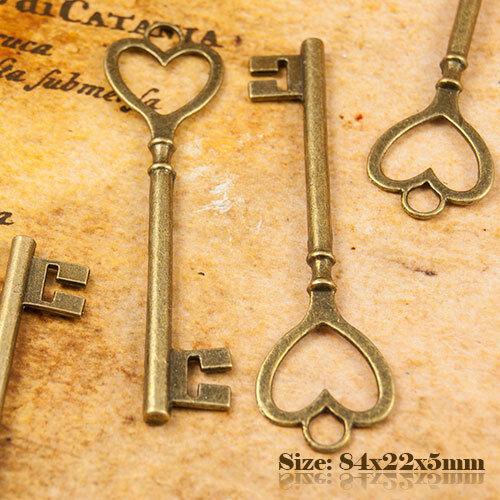 2 Antique Bronze Vintage Style Heart Shape Key Charms Pendant 007