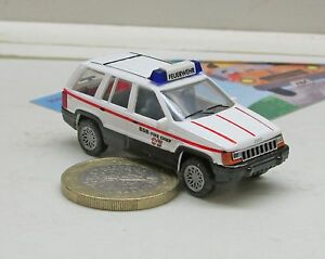 Herpa-043342-Chrysler-Jeep-Grand-Cherokee-BSB-Fire-Chief-034