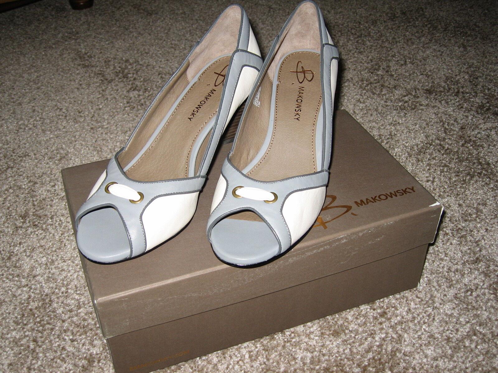 B Makowsky Peep Toe sandals