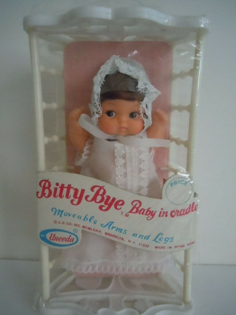 ULTRA RARE VINTAGE UNEEDA 1974 BIG EYES DOLL   BITTY BYE BABY IN CRADLE   NEW