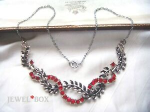 VINTAGE-Adorable-Vivid-Red-Ruby-CRYSTAL-RHINESTONE-Garland-Leaves-NECKLACE-GIFT