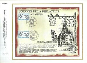 FEUILLET-PHILATELIQUE-SUR-LA-JOURNEE-DE-LA-PHILATELIE-1977-AMIENS