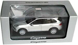 Porsche-Cayenne-modelo-e2-MJ-2012-2014-ORIG-WAP-020-00-20b-Minichamps-1-43