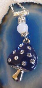 Pilz-Halskette-Gluecksbringer-Kette-Silber-Strass-weisse-Jade-Perle-Fliegenpilz