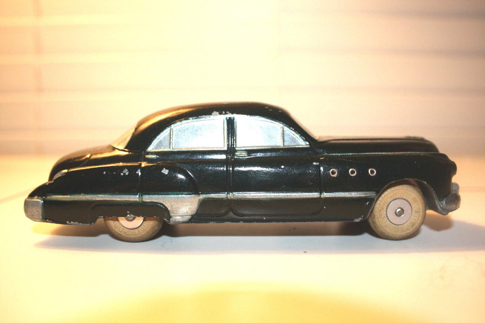 Es un Buick de 1949. Un Wild verde raro.- Sí.