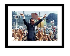 Richard Nixon 5x7 photo print giving peace sign US president republican