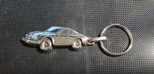 Renault Alpine A110 Schlüsselanhänger silbern relief Maße Fahrzeug 48x20mm