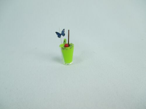 Miniature Handcrafted Doll house mini tiny soft drinks with straw in a glass D-9