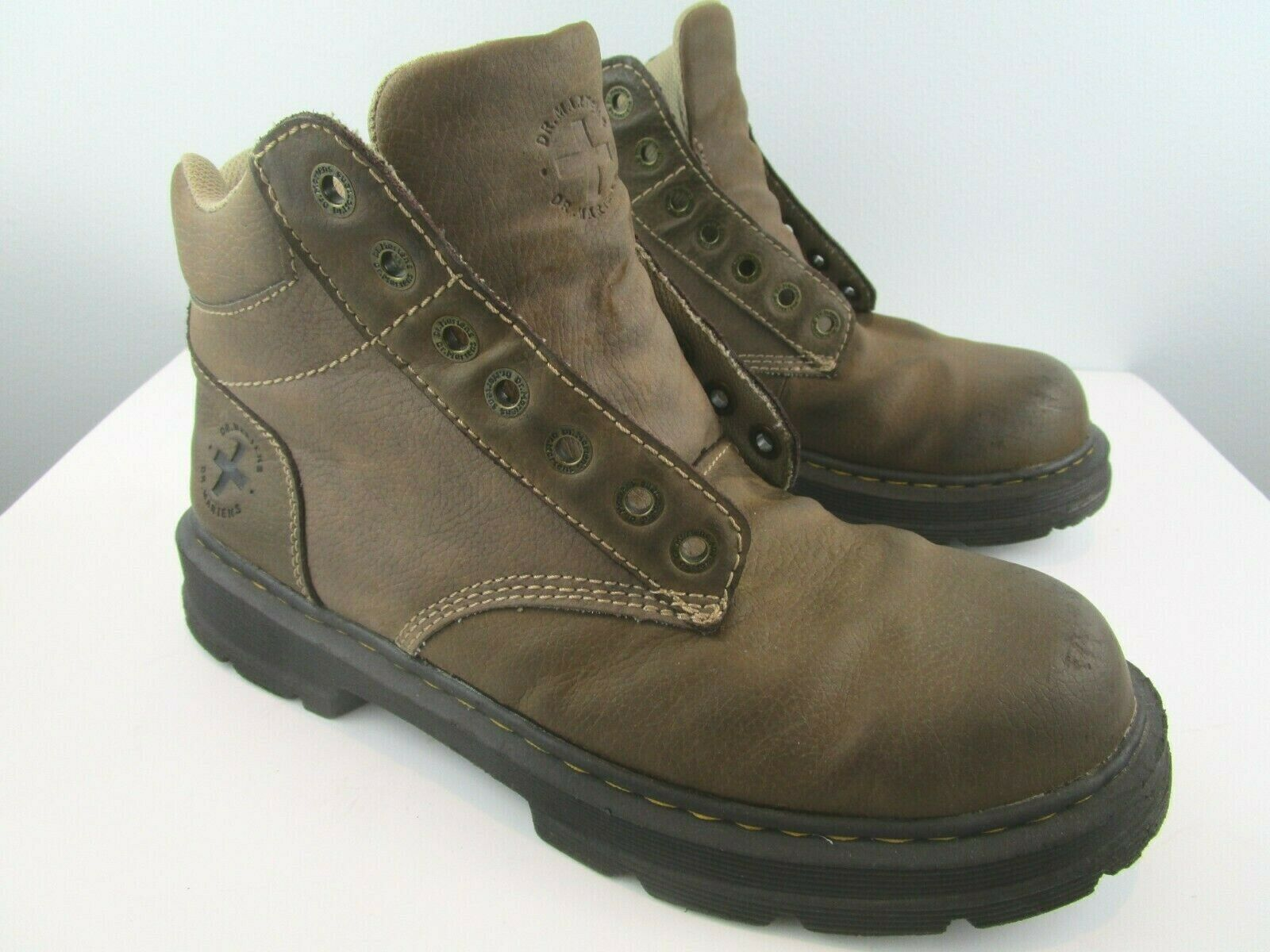 Dr. Martens Tacoma Mens Sz 11 M US brown Pebbled Leather Lace Up Ankle Boots