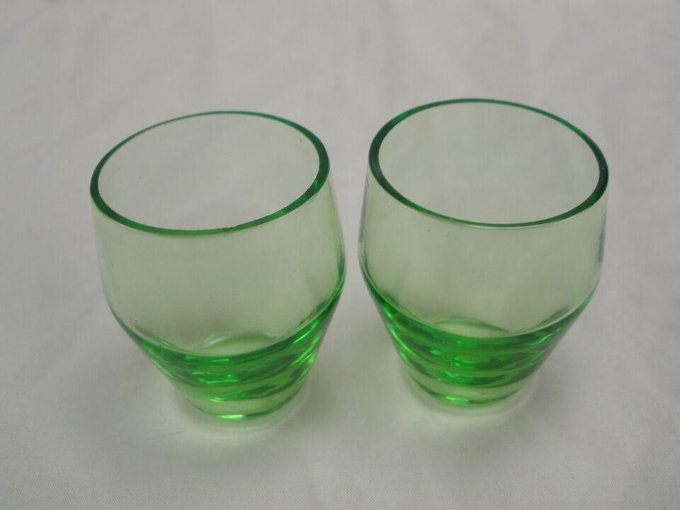 Glas, Et Par Ældre Grønne Shots Glas
