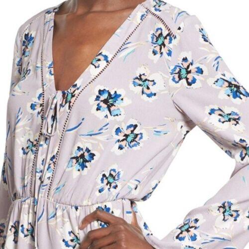 ASTR The Label Women/'s Violet Floral Bell Sleeve Romper Deep V Neck  $110