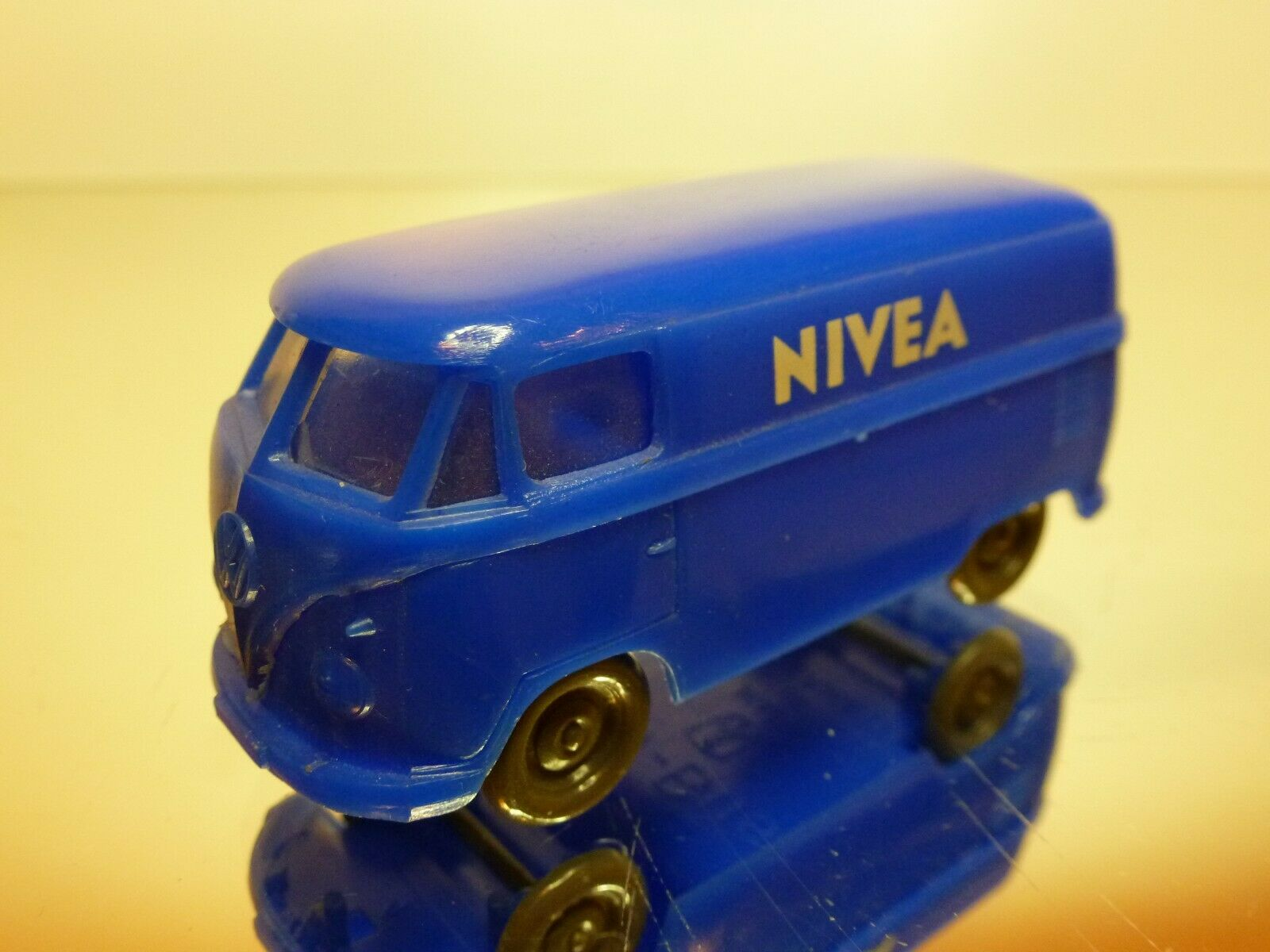 HAMMER  4 PLASTIC VW VOLKSWAGEN T1 BUS - NIVEA - L7.0cm - GOOD CONDITION