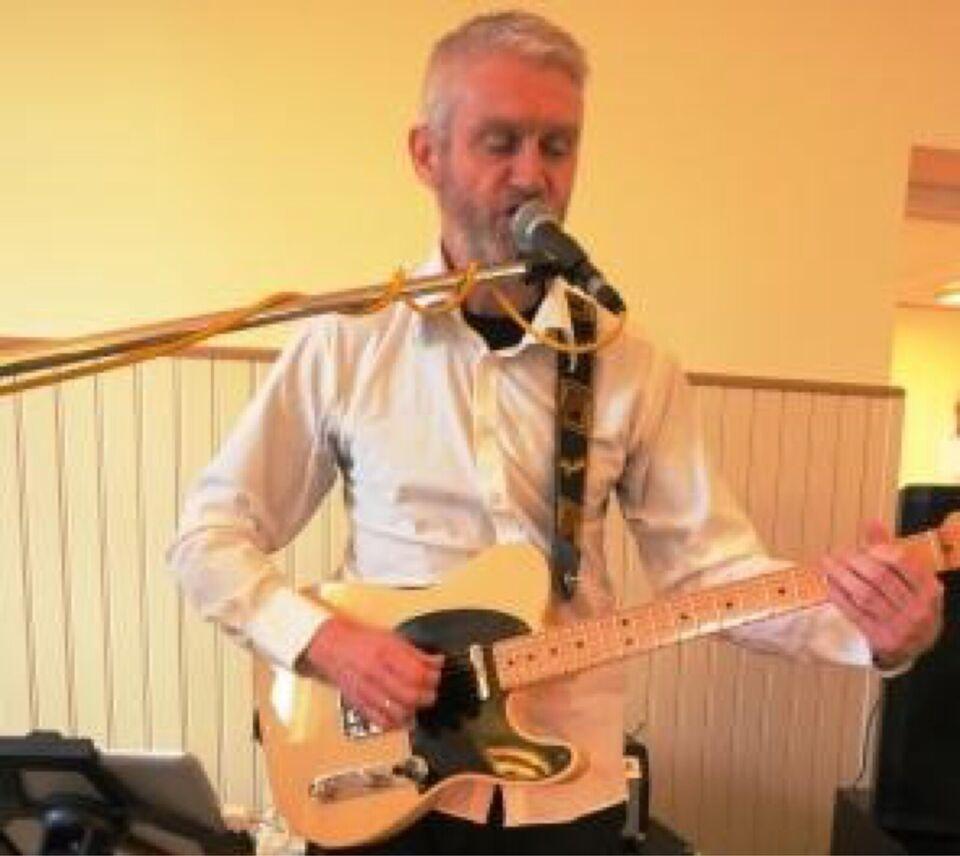 Guitarist med sang/kor søger band/musikere. Gen...