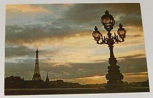 Carte-Postale-PARIS-La-TOUR-EIFFEL-au-Soleil-Couchant-Editions-BORDE