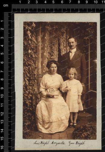 Foto-Familie-Wright-in-Stuttgart-Portrait-Mann-Frau-Mädchen-1912-5
