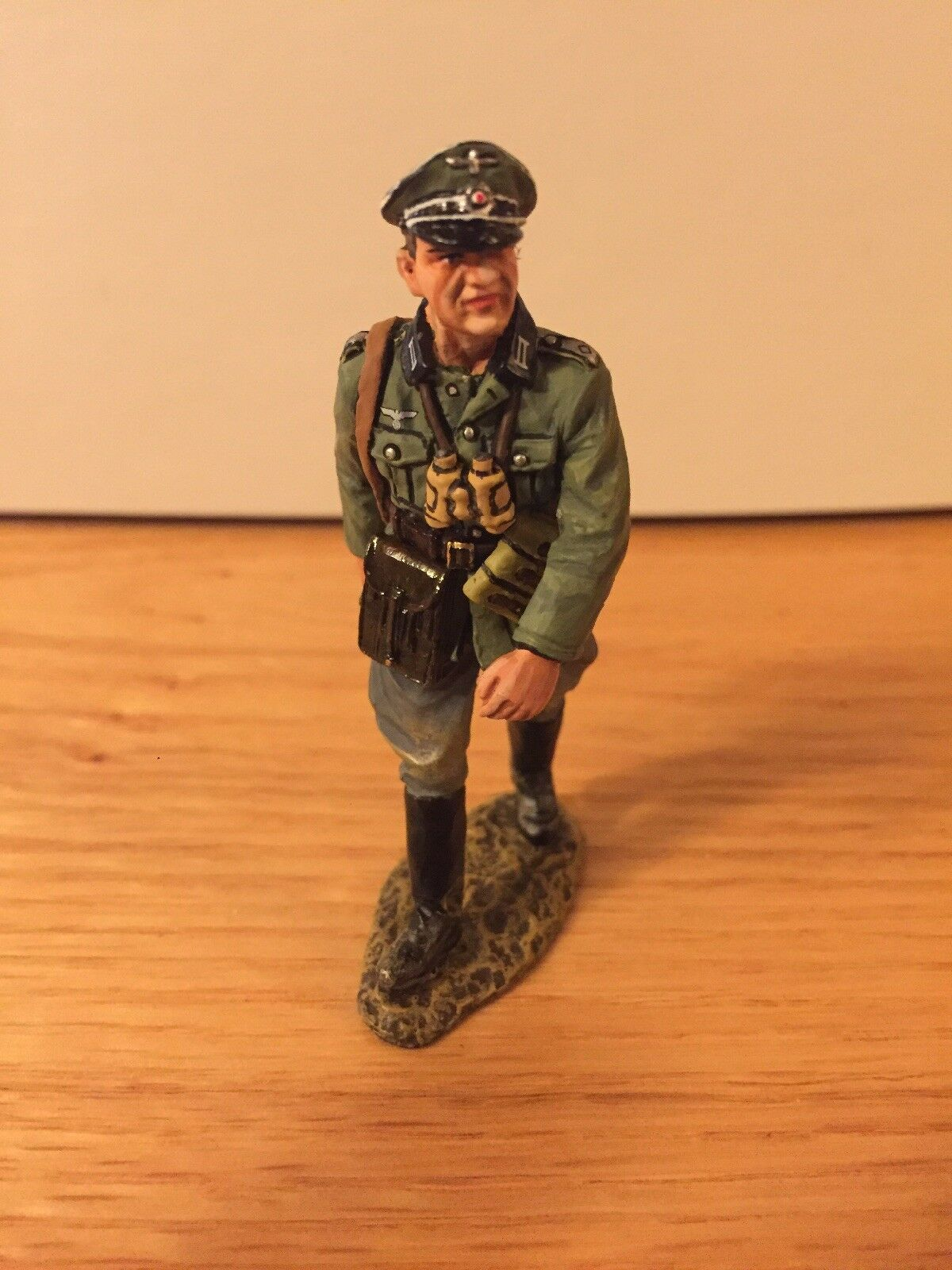 King and Country WS200 Walking Officer With Original Box