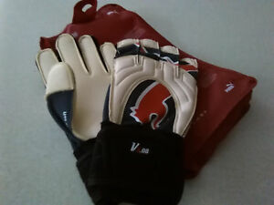 Puma-V3-08-Retro-Goalkeeper-Gloves-Size-8-Football-Goal-Keeping-with-Carry-Case
