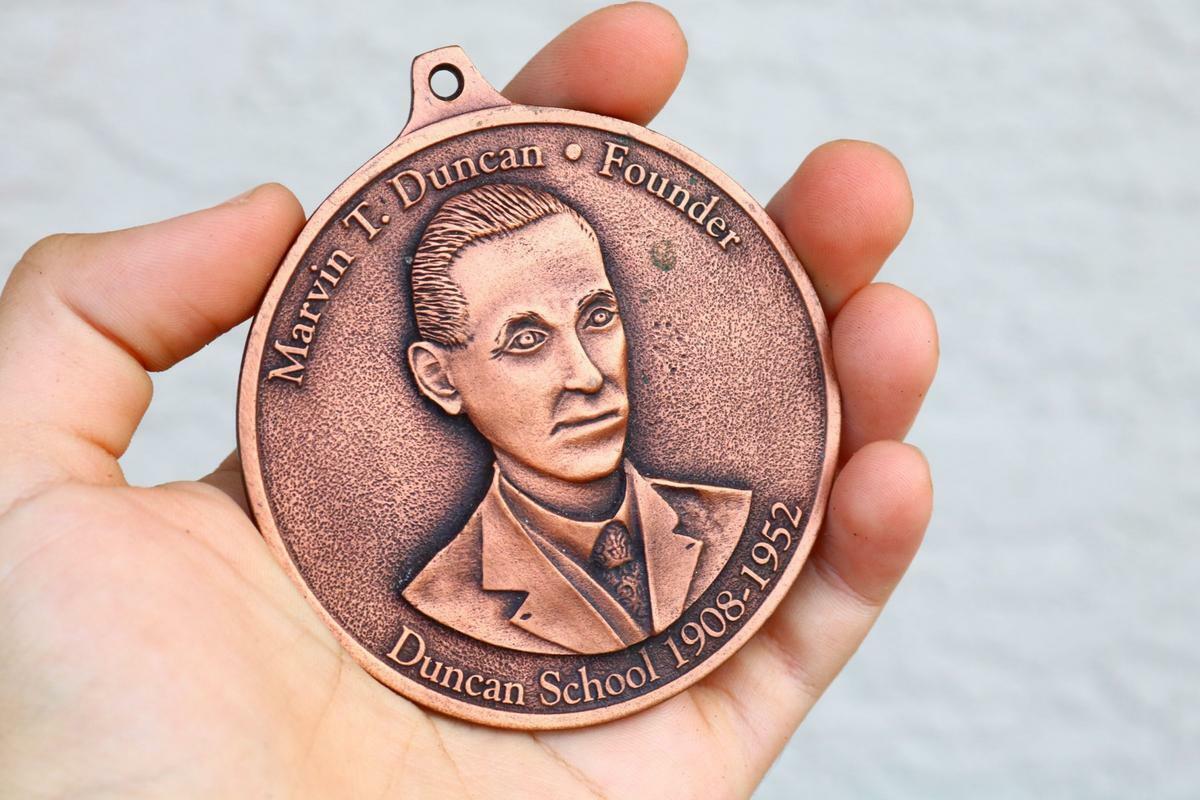 Unusual Large Metal Medallion DUNCAN SCHOOL memorabilia 2008 centennial Gift BB