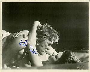 KIRK-DOUGLAS-HAND-SIGNED-8x10-PHOTO-COA-AWESOME-VINTAGE-PHOTO