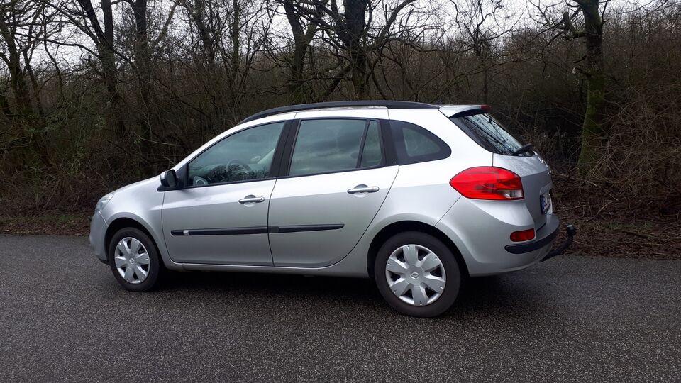 Renault Clio III 1,2 16V Expression ST Benzin modelår 2011