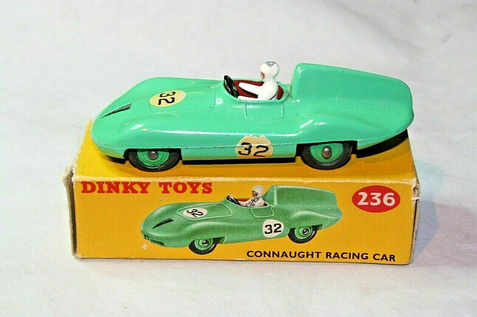 Dinky  236 CONNAUGHT RACING CAR, très bon état en bonne boîte d'origine