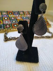 Lightweight-Retro-60-70-039-s-Lazer-Cut-Mod-Black-Silver-Dangle-Earrings-Vintage