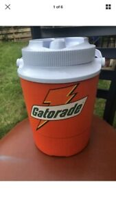 Rubbermaid-Gott-1504-Gatorade-1-Gallon-Cooler-With-Side-Spout-And-Handle