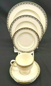 Lenox Fine China Harrison Presidential 5 Piece Place Setting Ivory Gold and Blue