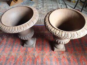 Paire de Vases Médicis Sablé en fonte XXème