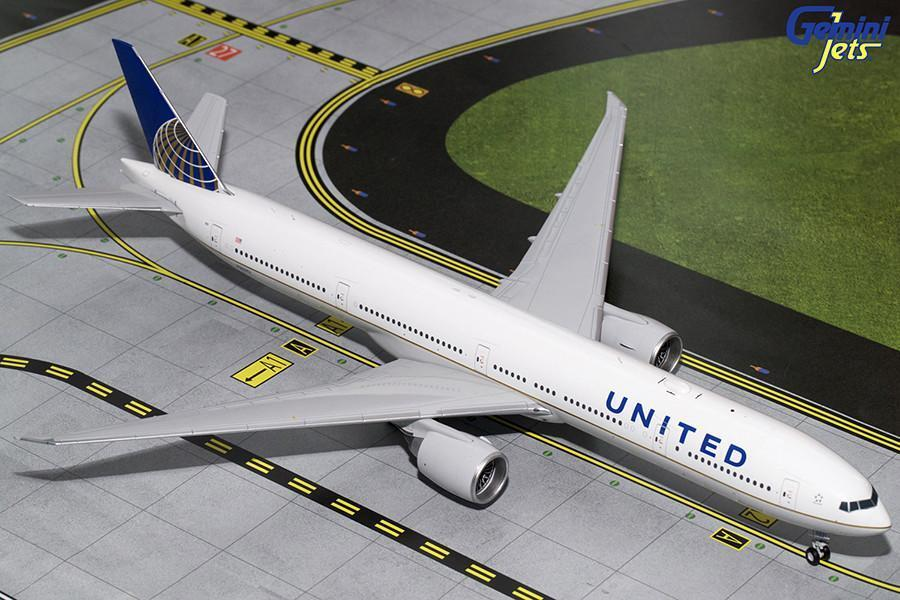 United Boeing 777-300ER N2331U Gemini Jets G2UAL643 Scale 1 200