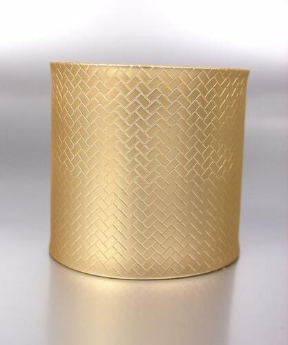 Hermosa Y Chic Mat Gold Weave Textura Metal amplia Pulsera Brazalete