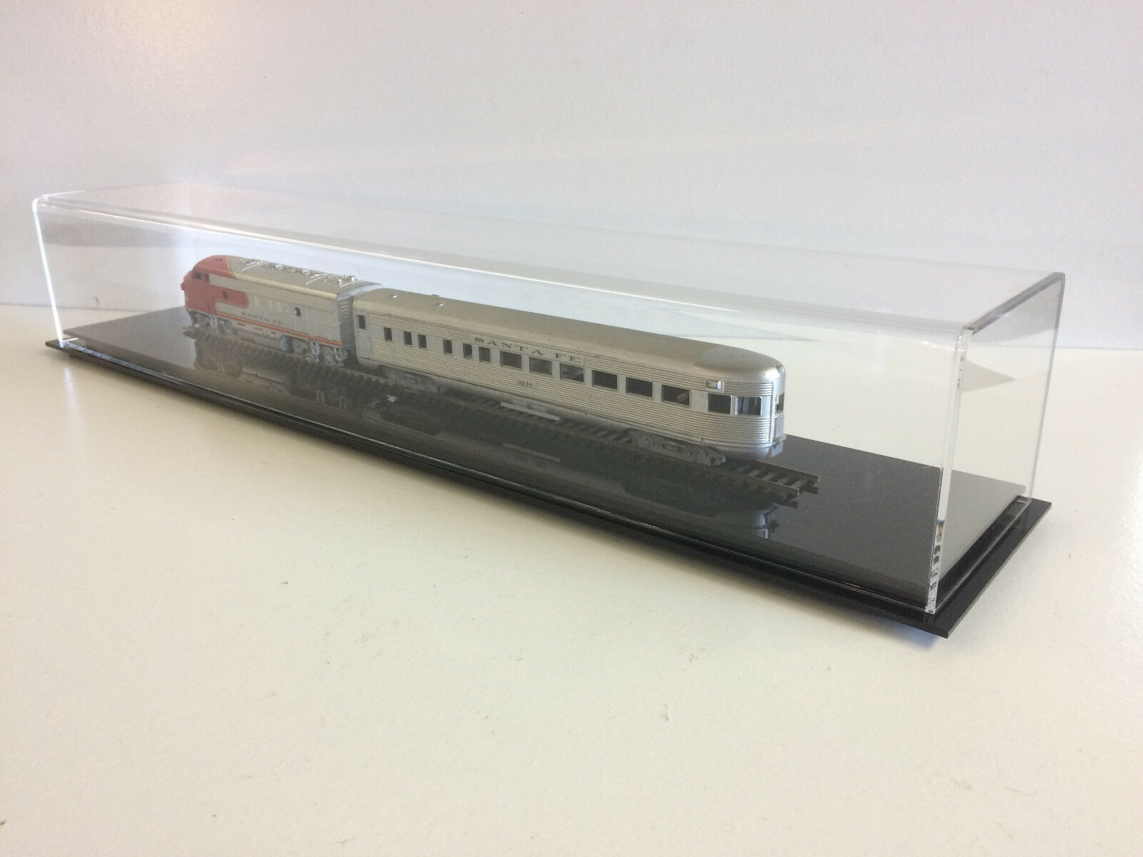 edición limitada Caso de exhibición de tren escala HO 24    de Largo con Base De Acrílico Negro  marca de lujo
