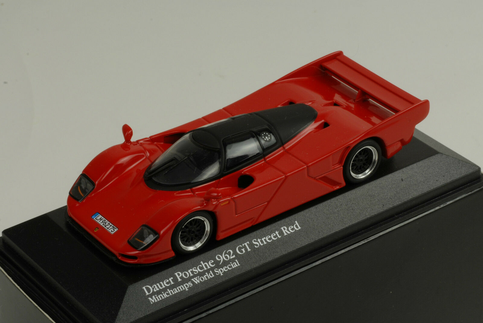 Porsche 962 GT STREET RED WORLD SPECIAL 1 43 Minichamps