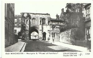 Hampshire-Postcard-Old-Winchester-Westgate-amp-034-Plume-of-Feathers-034-3578