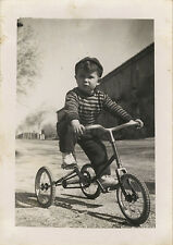 PHOTO ANCIENNE - VINTAGE SNAPSHOT - ENFANT VÉLO TRICYCLE - CHILD BIKE