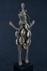 Arte Africano - Antica Statuetta IN Ferro Lobi Su Base Moneta Altare - 24,5 CMS