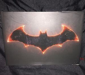 ART-of-BATMAN-ARKHAM-KNIGHT-book-video-game-pack-in-version-dc-universe