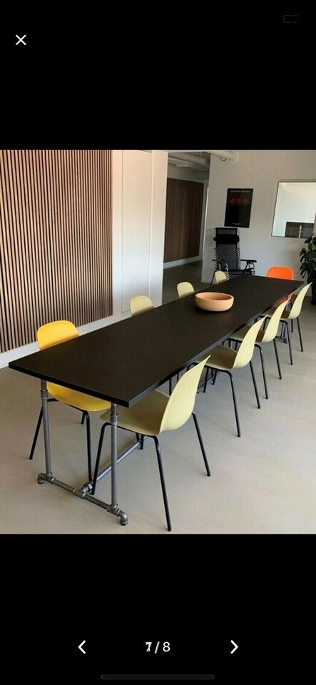 Møde/spisebord udført af sorte 3/4 tomme vandrør