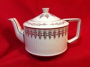 Vintage-Sadler-1095-Round-Teapot-Gold-Decor-Barrel-Shape
