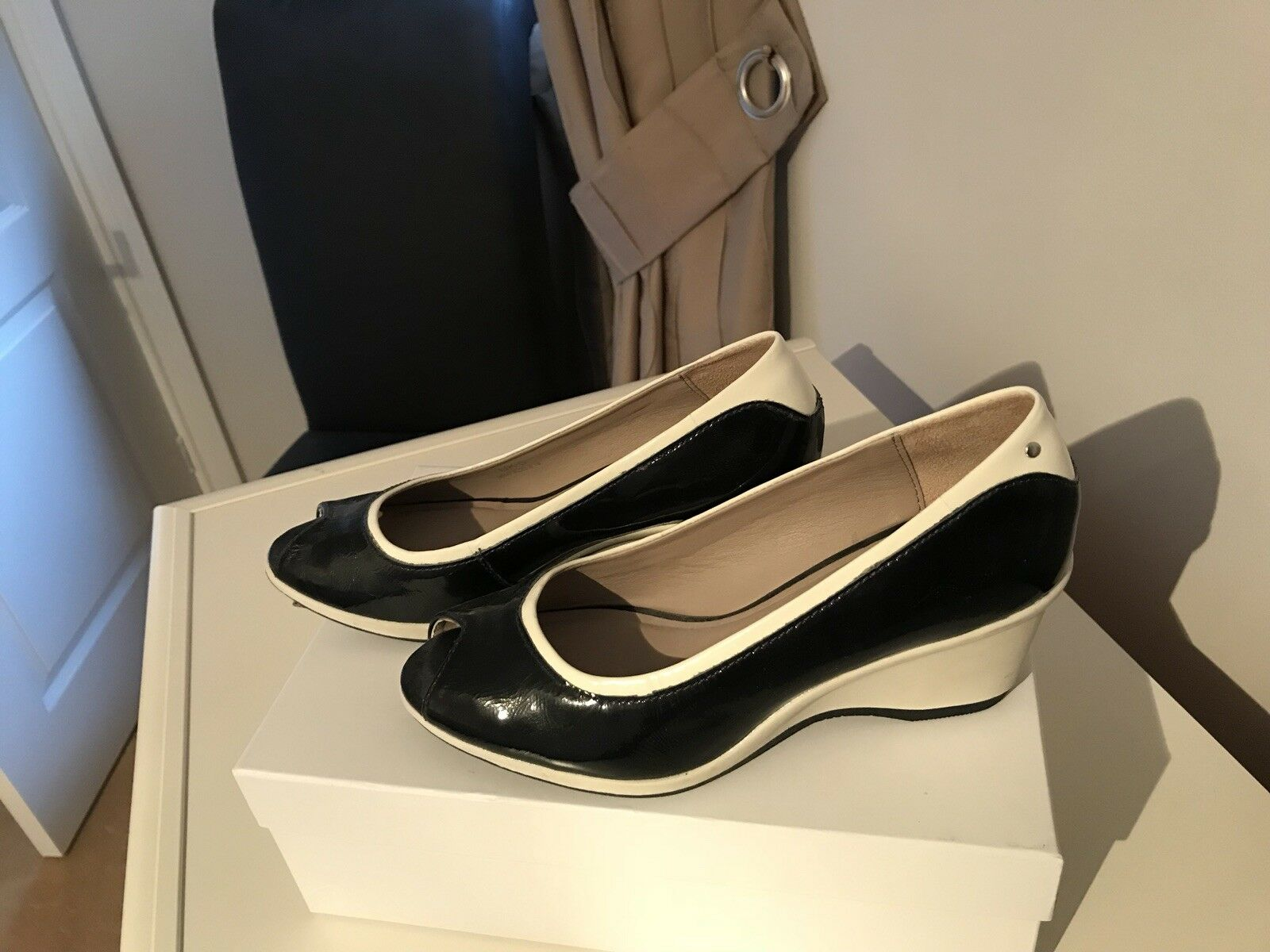 M& S  New Navy And White Summer open shoes Size UK 5 Europ 38