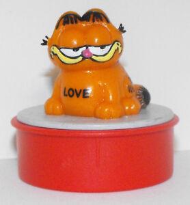 """Garfield Sitting """"Love"""" Red Ink Stamper GARF407"""