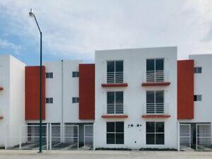 se vende casa 3R con local en Bosques de Los Héroes Tecamac