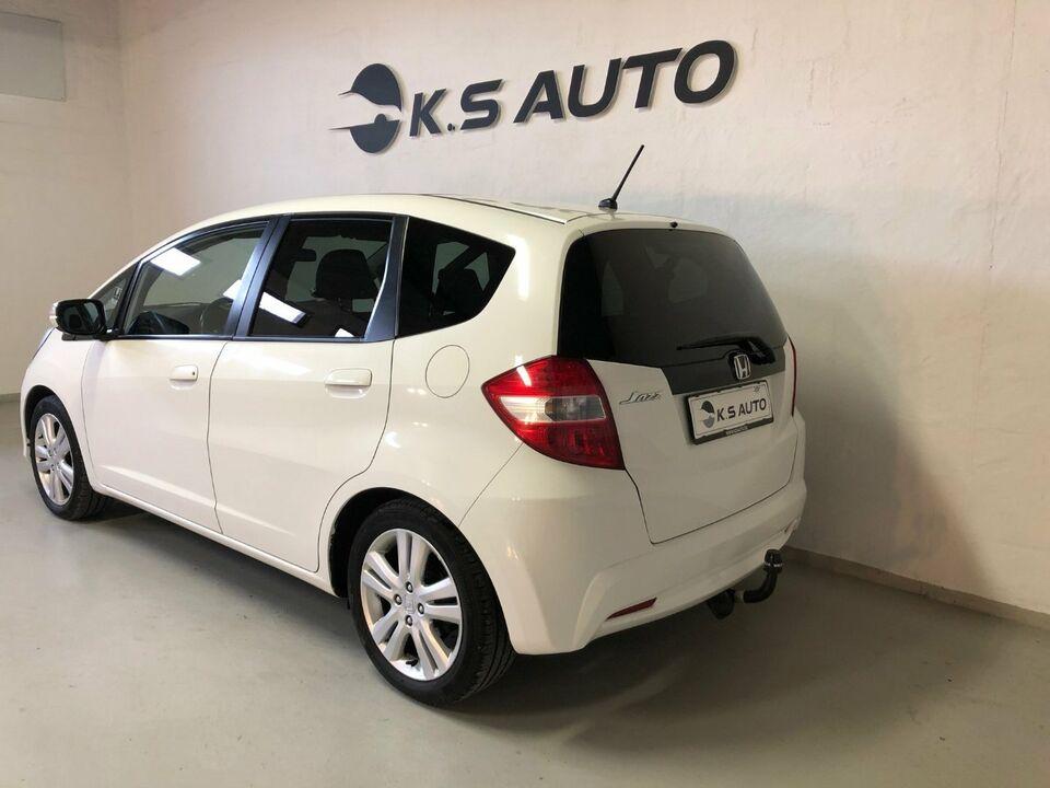 Honda Jazz 1,4 Elegance Benzin modelår 2013 km 149000 Hvid