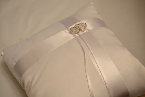 WEDDING RING CUSHION PILLOW 19x19cm WITH SMALL CRYSTAL HEARTS WHITE /& IVORY UK!