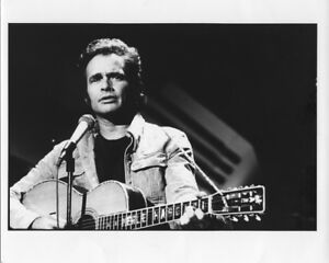 Merle-Haggard-Countty-Music-Legend-in-Concert-Vintage-Original-8x10-Photo