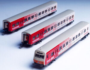 8783-Marklin-Z-scale-Toshiba-passenger-cars-with-lighted-control-cab