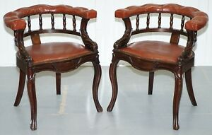 LOVELY-PAIR-OF-VICTORIAN-HORSE-SHOE-BACK-CHESTERFIELD-BUTTONED-CAPTIANS-CHAIRS