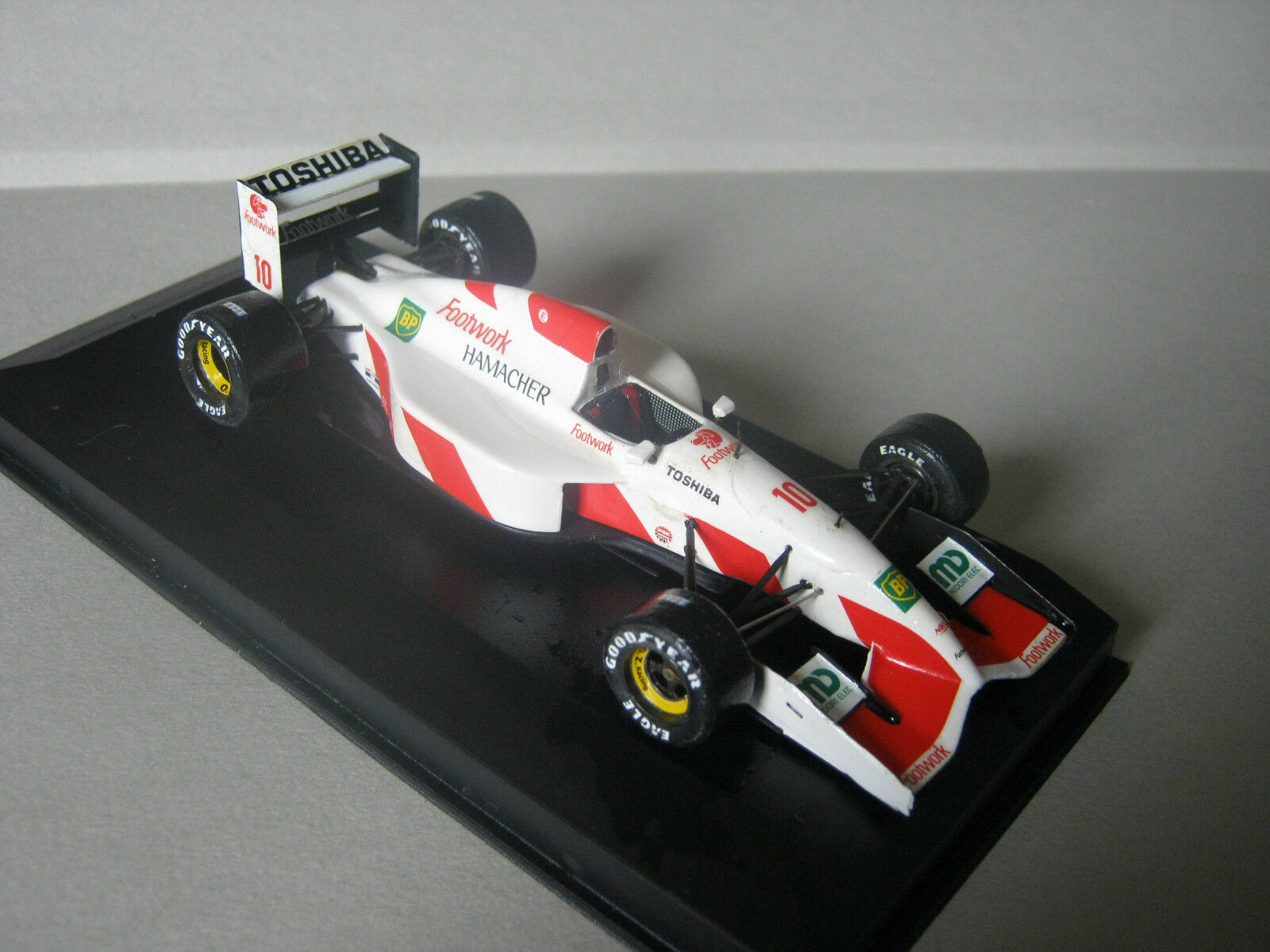 1 43 arrows footwork fa13 a. suzuki 1992 Tameo Handbuilt modelCoche en Showcase